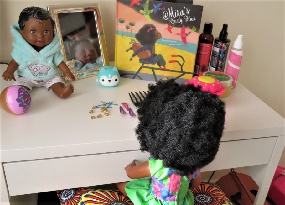 Mira's Curly Hair: book review
