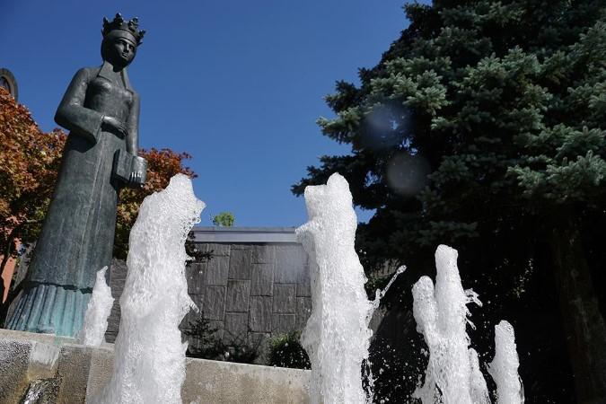 queen fountain
